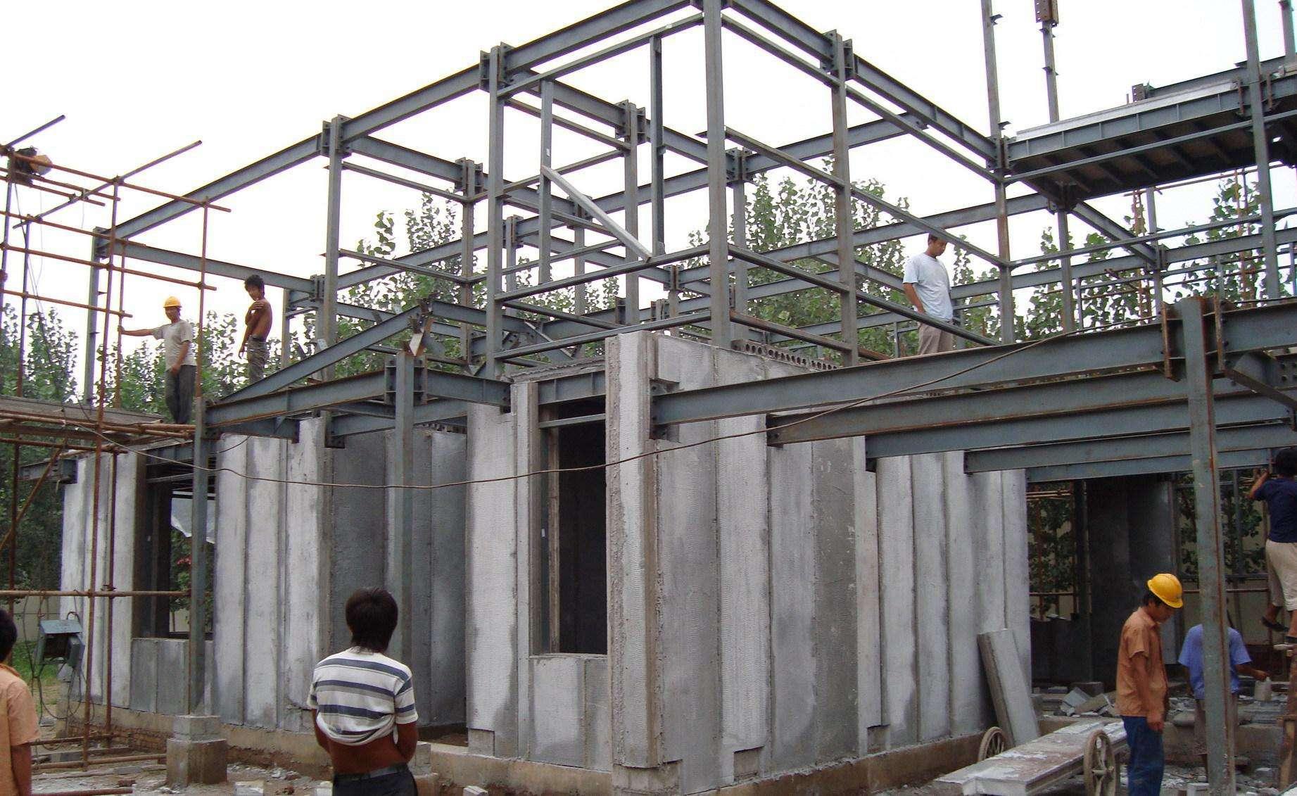 农村建筑倾斜屋顶混凝土方法,逐步浇筑混凝土屋顶过程