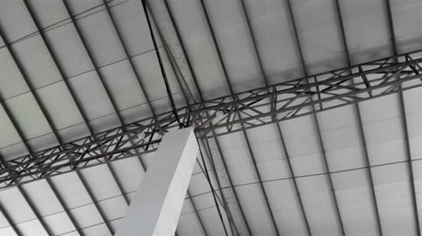 由于砌体结构的材料来源广泛,施工设备和施工工艺较简单,可以不用大型