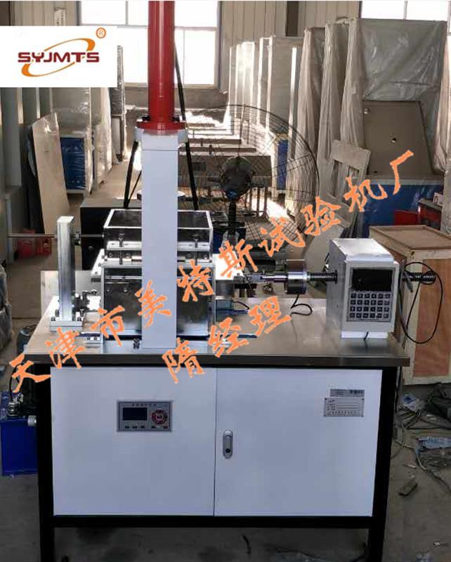土工合成材料直剪仪   一、适用范围:土工合成材料直剪仪通过对标准砂土/土工布接触面验,测定砂土/土工布界面的摩擦特性。本仪器适用于所有土工布及其有关产品。 [符合标准]:ISO12957.1,GB/T17635.1,ASTMD5321,JTGE50,SL235 二、特点: 1、采用伺服电机剪切速率精确 2、法向压力采用伺服加压方便准确 3、大屏幕彩色触屏液晶控制、 三、技术参数: 1、剪切盒尺寸:300×300mm 2、测力范围:0~30KN 3、法向压力:50KPa 100KPa 150KPa 200KPa 4、水平剪切速率:0.02~3mm/min 5、水平剪切位移:0~30mm 6、电源:AC220V50Hz 7、外形尺寸:1200*600*1700mm 8、整机重量:350Kg