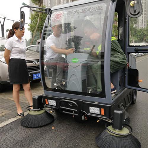 重庆驾驶扫地车为什么是清洁工业的助手 重庆金和