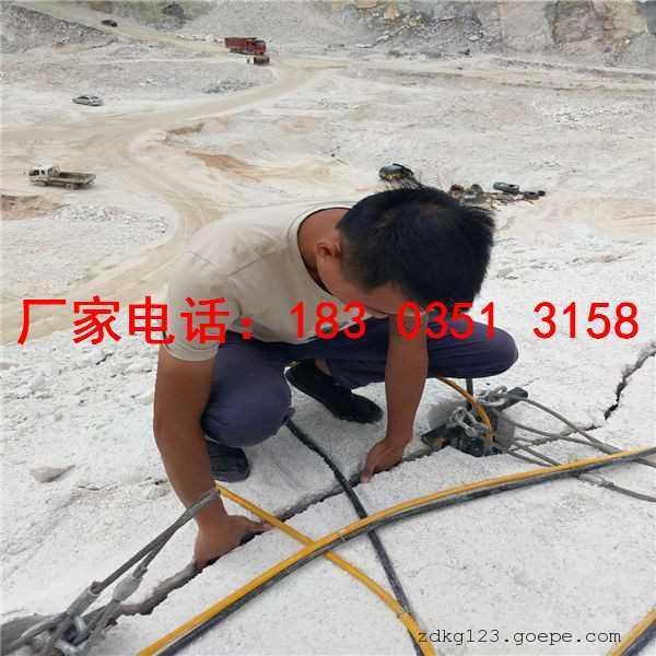 矿山开采岩石大劈力劈裂机操作原理