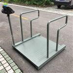可以将轮椅推上去称重的平台秤